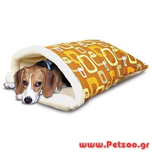 Σκύλος κοιμαται μέσα στο σπιτι